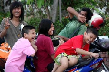 laughing-972523_640